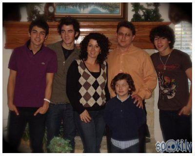 Autors: HARIBO GIRL THE Jonas Brothers.*